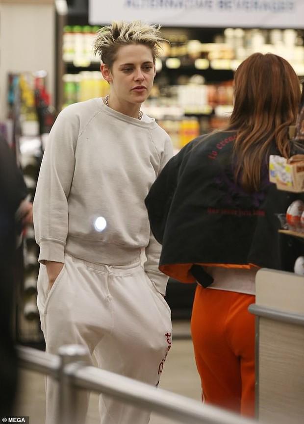 Không còn chút nữ tính, Kristen Stewart đã chuẩn men hoàn toàn khi sánh đôi bên bạn gái mới - Ảnh 4.