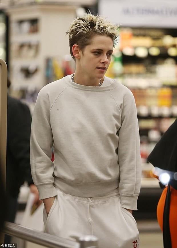 Không còn chút nữ tính, Kristen Stewart đã chuẩn men hoàn toàn khi sánh đôi bên bạn gái mới - Ảnh 5.