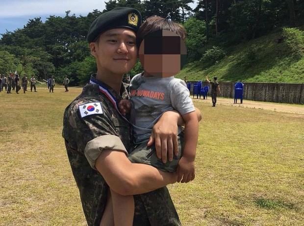 Ai ngờ nhập ngũ là thước đo nhan sắc chuẩn nhất của các nam thần Kbiz: Hyun Bin, Ji Chang Wook gây sốc vì mặt mộc - Ảnh 21.