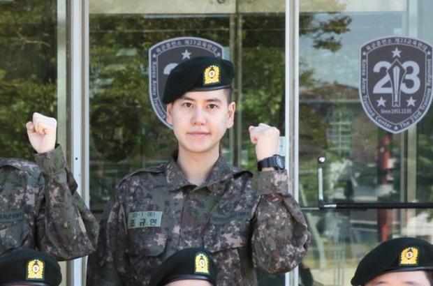 Ai ngờ nhập ngũ là thước đo nhan sắc chuẩn nhất của các nam thần Kbiz: Hyun Bin, Ji Chang Wook gây sốc vì mặt mộc - Ảnh 25.