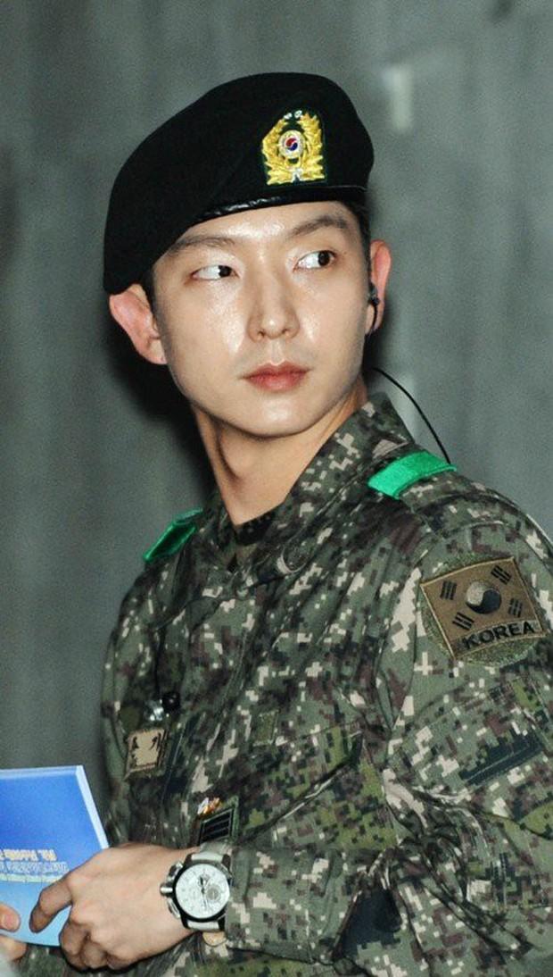 Ai ngờ nhập ngũ là thước đo nhan sắc chuẩn nhất của các nam thần Kbiz: Hyun Bin, Ji Chang Wook gây sốc vì mặt mộc - Ảnh 10.