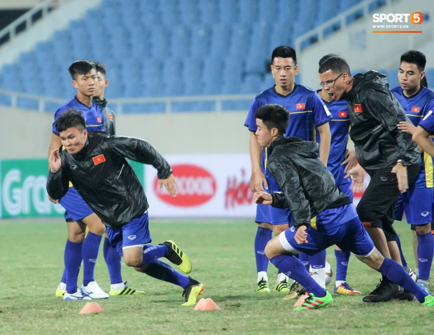 Công Phượng và các tuyển thủ Việt Nam tránh rét thế nào trước ngày đấu CHDCND Triều Tiên? - Ảnh 11.
