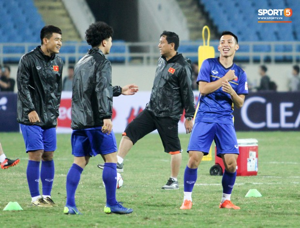 Công Phượng và các tuyển thủ Việt Nam tránh rét thế nào trước ngày đấu CHDCND Triều Tiên? - Ảnh 5.