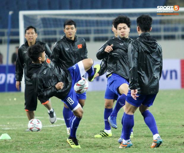 Công Phượng và các tuyển thủ Việt Nam tránh rét thế nào trước ngày đấu CHDCND Triều Tiên? - Ảnh 3.