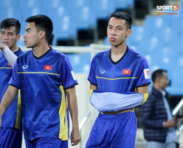 Công Phượng và các tuyển thủ Việt Nam tránh rét thế nào trước ngày đấu CHDCND Triều Tiên? - Ảnh 8.
