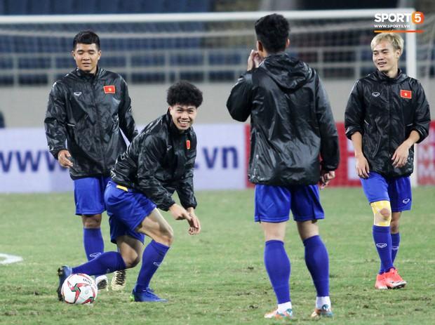 Công Phượng và các tuyển thủ Việt Nam tránh rét thế nào trước ngày đấu CHDCND Triều Tiên? - Ảnh 2.