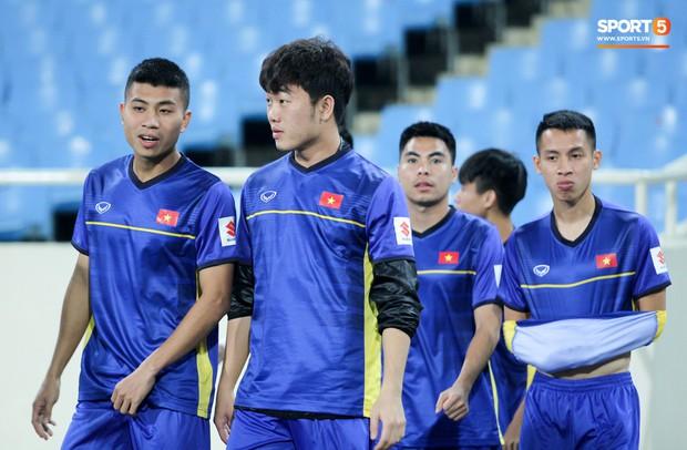 Công Phượng và các tuyển thủ Việt Nam tránh rét thế nào trước ngày đấu CHDCND Triều Tiên? - Ảnh 7.