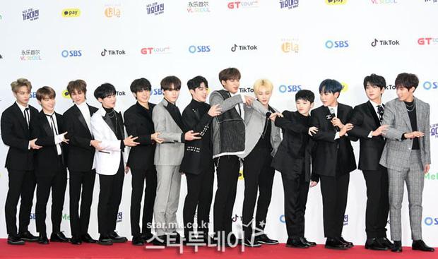 Siêu thảm đỏ SBS Gayo Daejun: Black Pink gây sốc vì vòng 1 nhọn hoắt, Irene táo bạo bên BTS, EXO và quân đoàn idol - Ảnh 36.