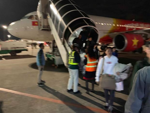 Hành khách đứng hình, trẻ em khóc thét khi máy bay Vietjet gặp sự cố kỹ thuật, phải hạ cánh khẩn xuống sân bay Đài Loan - Ảnh 2.