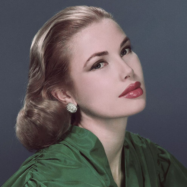 Biểu tượng sắc đẹp như Marilyn Monroe, Công nương Diana trông sẽ như thế này khi bơm môi, sửa mũi theo xu hướng thời nay - Ảnh 3.