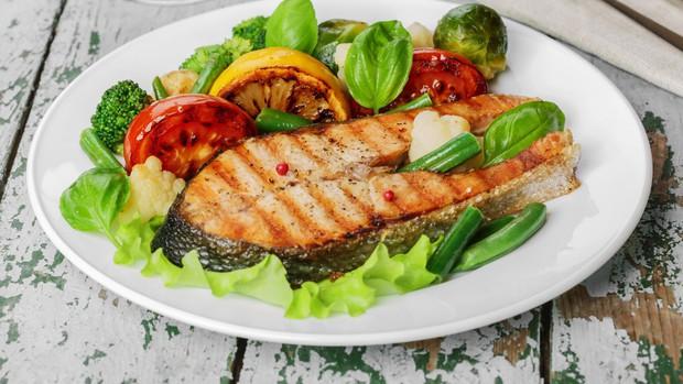 Áp dụng ngay chế độ ăn uống khoa học này giúp bạn có làn da sạch mụn bất ngờ - Ảnh 3.