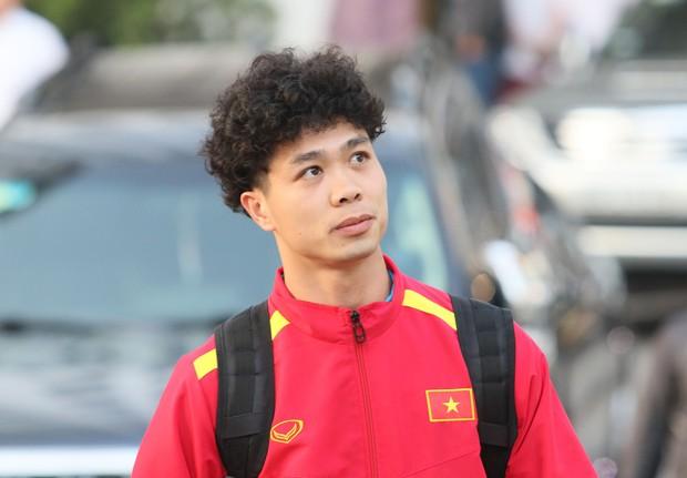 Xuân Hưng chống nạng đến sân, tiếp lửa cho đội tuyển Việt Nam - Ảnh 8.