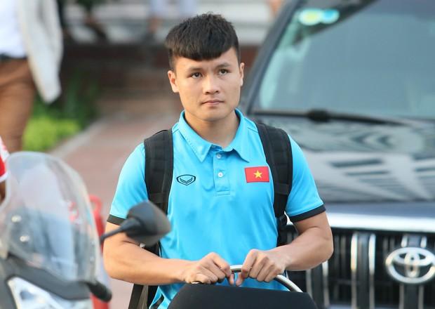 Xuân Hưng chống nạng đến sân, tiếp lửa cho đội tuyển Việt Nam - Ảnh 10.
