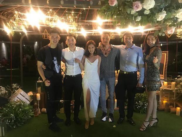 Trương Nam Thành và bà xã doanh nhân đám cưới ở Sài Gòn đúng đêm Noel, hình ảnh cô dâu được giữ kín - Ảnh 1.