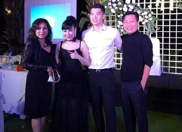 Trương Nam Thành và bà xã doanh nhân đám cưới ở Sài Gòn đúng đêm Noel, hình ảnh cô dâu được giữ kín - Ảnh 3.