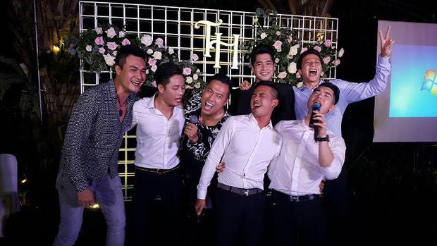 Trương Nam Thành và bà xã doanh nhân đám cưới ở Sài Gòn đúng đêm Noel, hình ảnh cô dâu được giữ kín - Ảnh 2.