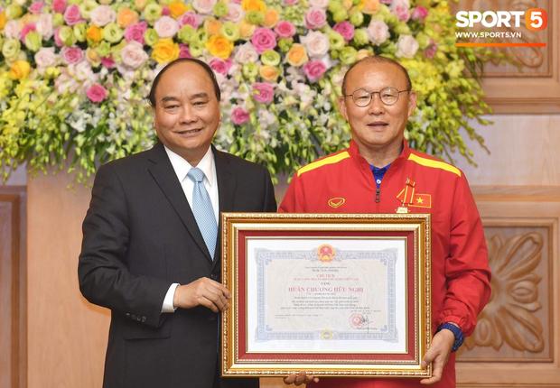 HLV Park Hang-seo cùng Tổng thống Uzbekistan được vinh danh tại giải thưởng cá nhân danh giá bậc nhất châu Á - Ảnh 1.