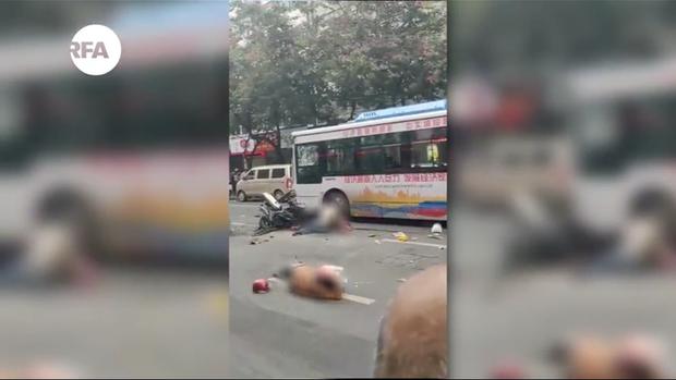 Trung Quốc: Cướp xe buýt rồi lao thẳng vào đám đông khiến 5 người chết, 21 người bị thương - Ảnh 5.