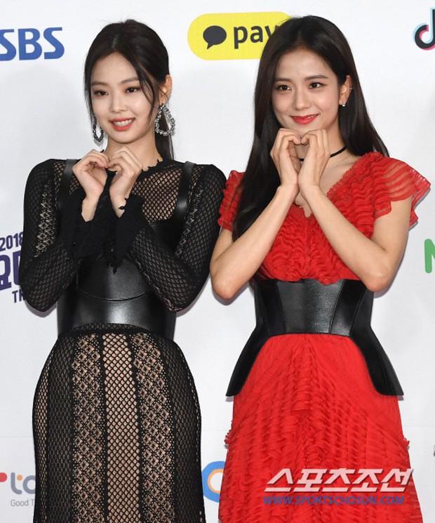 Siêu thảm đỏ SBS Gayo Daejun: Black Pink gây sốc vì vòng 1 nhọn hoắt, Irene táo bạo bên BTS, EXO và quân đoàn idol - Ảnh 8.