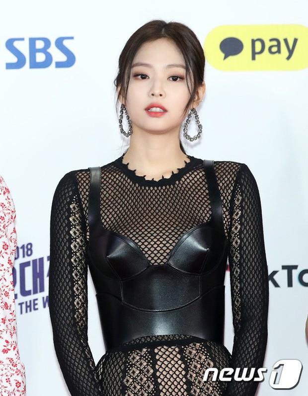 Siêu thảm đỏ SBS Gayo Daejun: Black Pink gây sốc vì vòng 1 nhọn hoắt, Irene táo bạo bên BTS, EXO và quân đoàn idol - Ảnh 3.
