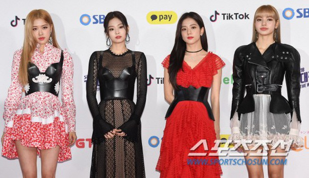 Siêu thảm đỏ SBS Gayo Daejun: Black Pink gây sốc vì vòng 1 nhọn hoắt, Irene táo bạo bên BTS, EXO và quân đoàn idol - Ảnh 7.
