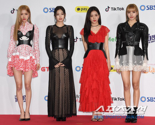 Siêu thảm đỏ SBS Gayo Daejun: Black Pink gây sốc vì vòng 1 nhọn hoắt, Irene táo bạo bên BTS, EXO và quân đoàn idol - Ảnh 6.