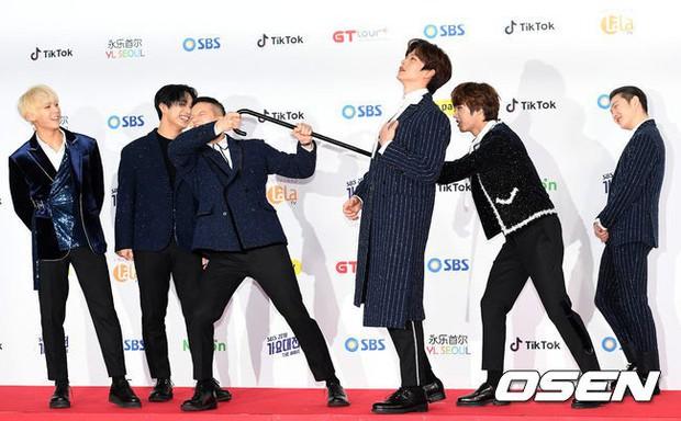 Siêu thảm đỏ SBS Gayo Daejun: Black Pink gây sốc vì vòng 1 nhọn hoắt, Irene táo bạo bên BTS, EXO và quân đoàn idol - Ảnh 34.