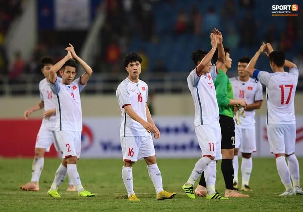Dứt điểm đủ kiểu không ghi được bàn, Công Phượng được HLV Park Hang-seo an ủi sau trận hòa CHDCND Triều Tiên - Ảnh 1.