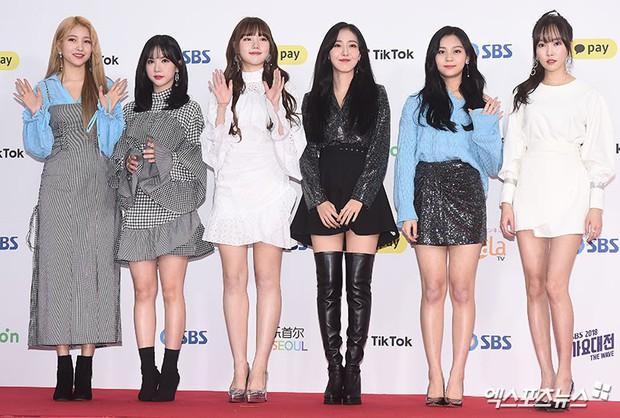 Siêu thảm đỏ SBS Gayo Daejun: Black Pink gây sốc vì vòng 1 nhọn hoắt, Irene táo bạo bên BTS, EXO và quân đoàn idol - Ảnh 38.