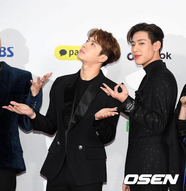 Siêu thảm đỏ SBS Gayo Daejun: Black Pink gây sốc vì vòng 1 nhọn hoắt, Irene táo bạo bên BTS, EXO và quân đoàn idol - Ảnh 32.