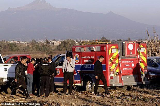 Hiện trường vụ rơi trực thăng khiến nữ Thống đốc Mexico thiệt mạng - Ảnh 7.