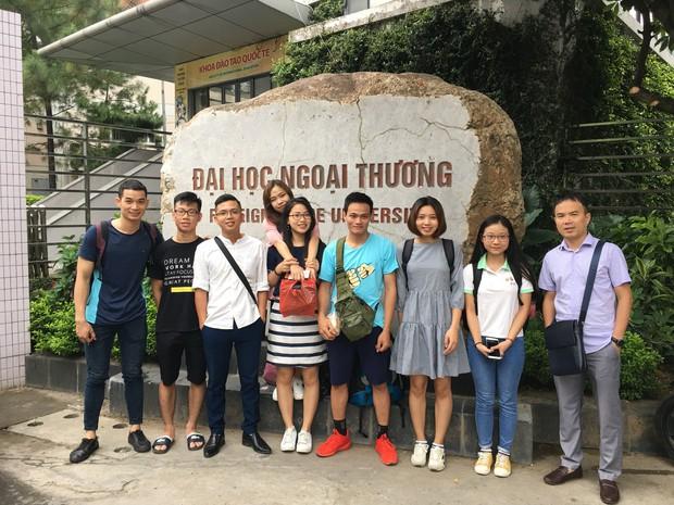 Gặp chàng sinh viên ngoại thương đi bộ từ FTU Hà Nội đến FTU TP.HCM: Mình dùng hết 9 lọ dầu gió suốt hành trình 62 ngày - Ảnh 2.
