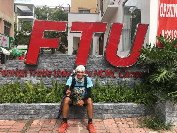 Gặp chàng sinh viên ngoại thương đi bộ từ FTU Hà Nội đến FTU TP.HCM: Mình dùng hết 9 lọ dầu gió suốt hành trình 62 ngày - Ảnh 8.