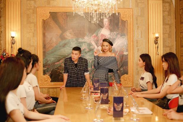 The Tiffany Vietnam: NTK Adrian Anh Tuấn tranh cãi quyết liệt khi bị giám khảo chê trước mặt thí sinh - Ảnh 9.