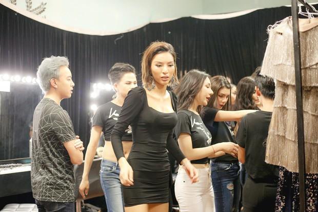 The Tiffany Vietnam: NTK Adrian Anh Tuấn tranh cãi quyết liệt khi bị giám khảo chê trước mặt thí sinh - Ảnh 4.