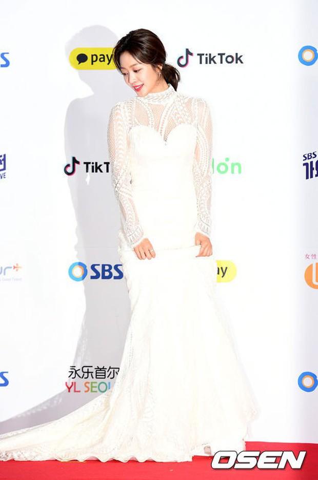 Siêu thảm đỏ SBS Gayo Daejun: Black Pink gây sốc vì vòng 1 nhọn hoắt, Irene táo bạo bên BTS, EXO và quân đoàn idol - Ảnh 48.