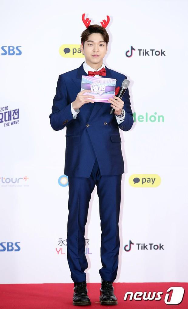 Siêu thảm đỏ SBS Gayo Daejun: Black Pink gây sốc vì vòng 1 nhọn hoắt, Irene táo bạo bên BTS, EXO và quân đoàn idol - Ảnh 50.