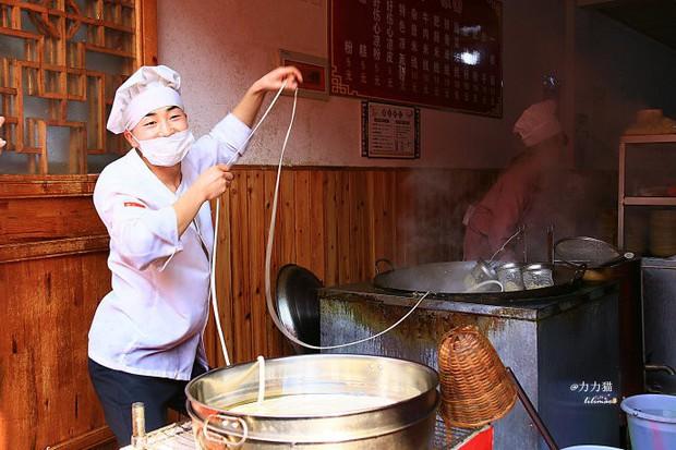 Chuyện làm bát mì cho khách cũng phải bật nhạc nhảy xập xình mới chịu ở Trung Quốc - Ảnh 4.