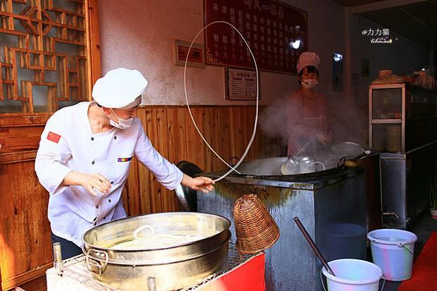Chuyện làm bát mì cho khách cũng phải bật nhạc nhảy xập xình mới chịu ở Trung Quốc - Ảnh 5.
