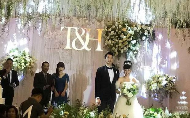 Trương Nam Thành và bà xã doanh nhân đám cưới ở Sài Gòn đúng đêm Noel, hình ảnh cô dâu được giữ kín - Ảnh 7.