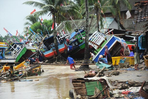 Lựa chọn giữa cứu vợ hoặc cứu mẹ trong cơn sóng thần, người đàn ông Indonesia buộc phải đưa ra quyết định nghiệt ngã - Ảnh 2.