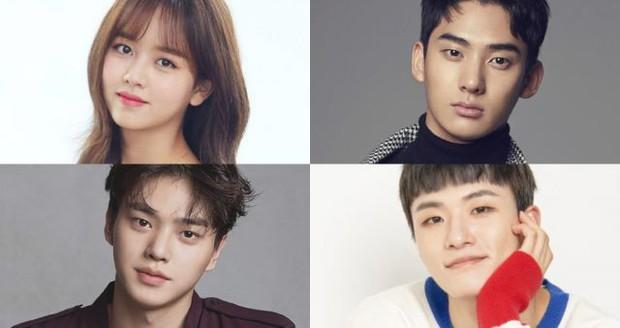 """""""Nữ thần học đường"""" Kim So Hyun có tận ba """"cái đuôi"""" trong phim mới! - Ảnh 1."""