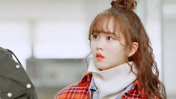 """""""Nữ thần học đường"""" Kim So Hyun có tận ba """"cái đuôi"""" trong phim mới! - Ảnh 2."""
