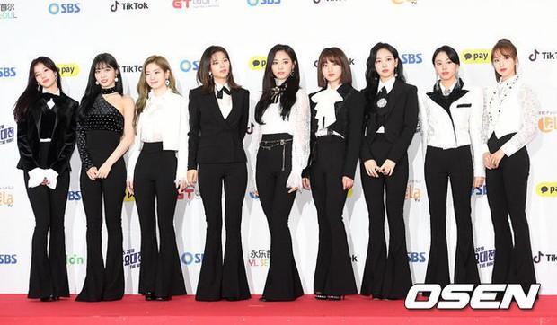 Siêu thảm đỏ SBS Gayo Daejun: Black Pink gây sốc vì vòng 1 nhọn hoắt, Irene táo bạo bên BTS, EXO và quân đoàn idol - Ảnh 15.