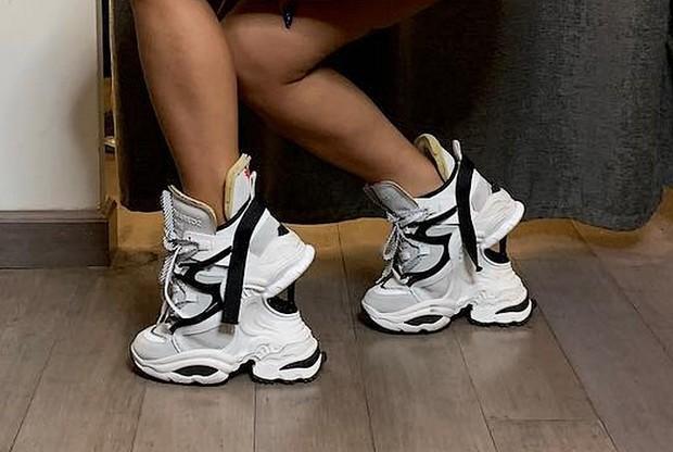 Chuẩn mực sneaker xấu xí vừa được nâng lên một tầm cao mới nhờ đôi giày giẫm giày gây lú của Cardi B - Ảnh 3.