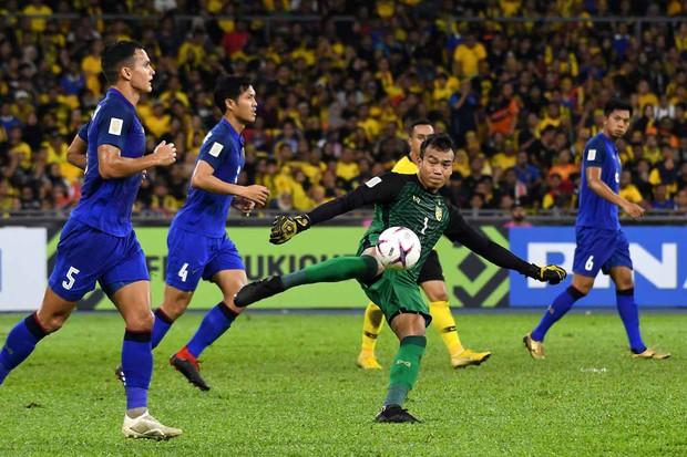 ĐT Thái Lan chính thức mất thủ môn số 1, có thể phải dùng lại thảm họa thủ môn chúc Malaysia ngủ ngon - Ảnh 2.