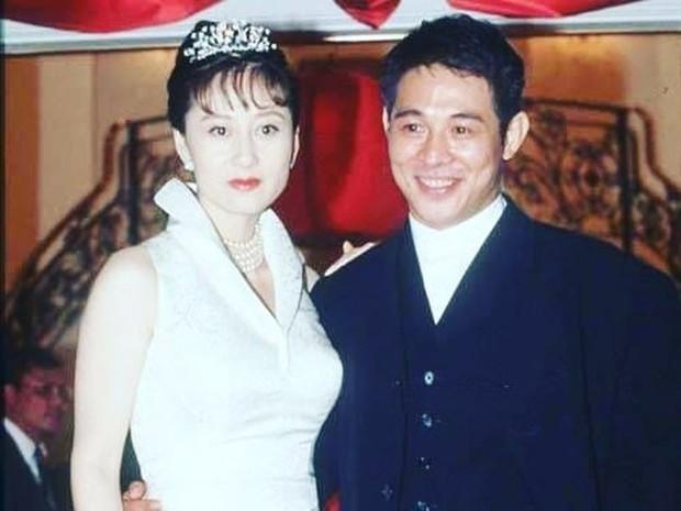 2 cô con gái tuổi teen của Lý Liên Kiệt: Chân dài miên man, nhan sắc thừa hưởng từ mẹ Hoa hậu - Ảnh 2.
