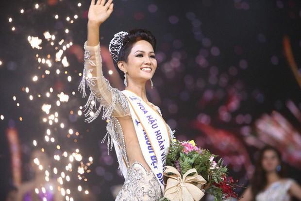 Tạo kỳ tích tại Miss Universe với da nâu tóc tém, nhưng HHen Niê nhiều lần dìm nhan sắc bằng kiểu tóc xấu khó cưỡng - Ảnh 1.