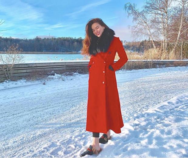Chụp ảnh với đôi chân trần trên tuyết, nhìn lạnh quá ai đưa tất cho chị Hồ Ngọc Hà với! - Ảnh 1.