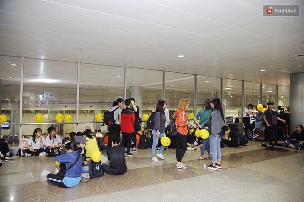 Jiyeon (T-ara) đẹp lung linh, mẹ của cô khiến fan Việt mắt tròn mắt dẹt vì quá chất tại sân bay Tân Sơn Nhất - Ảnh 10.